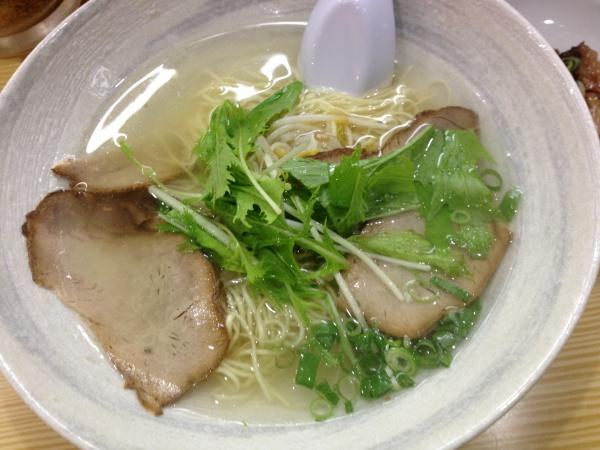 大阪梅田でラーメンを食べるなら揚子江ラーメン名門で決まり!!